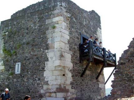 Armírozás a hollókői vár lakótornyán